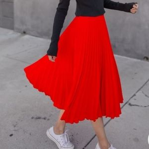 BANANA REPUBLIC Red Pleated Midi Length Skirt